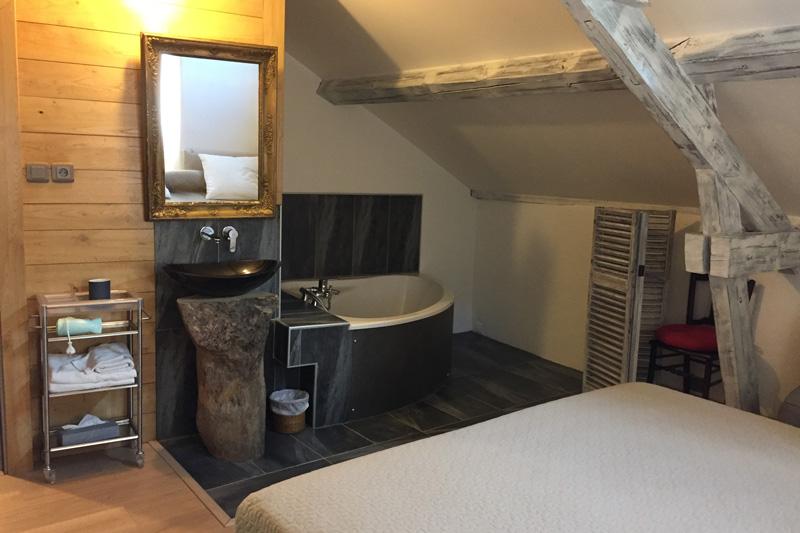 La salle de bain de la chambre donjon
