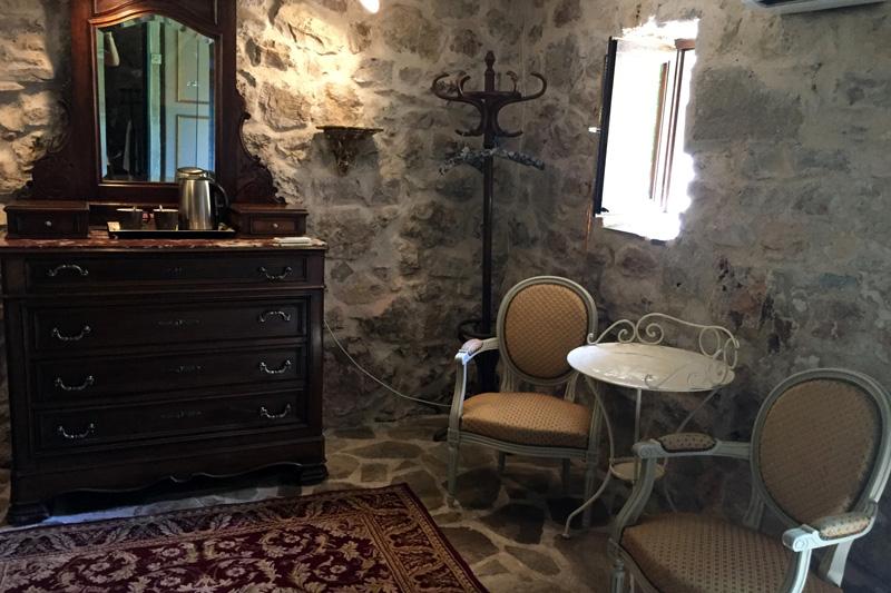 Le coin salon de la chambre Rococo