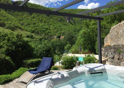 La piscine, vue depuis le jacuzzi